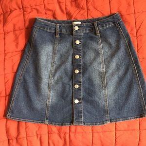 Dresses & Skirts - Super cute jean denim skirt women size 6